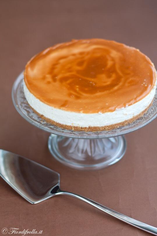 cheesecake alla vaniglia con salsa mou