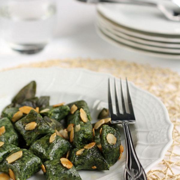 Gnocchi di ricotta e spinaci alle mandorle
