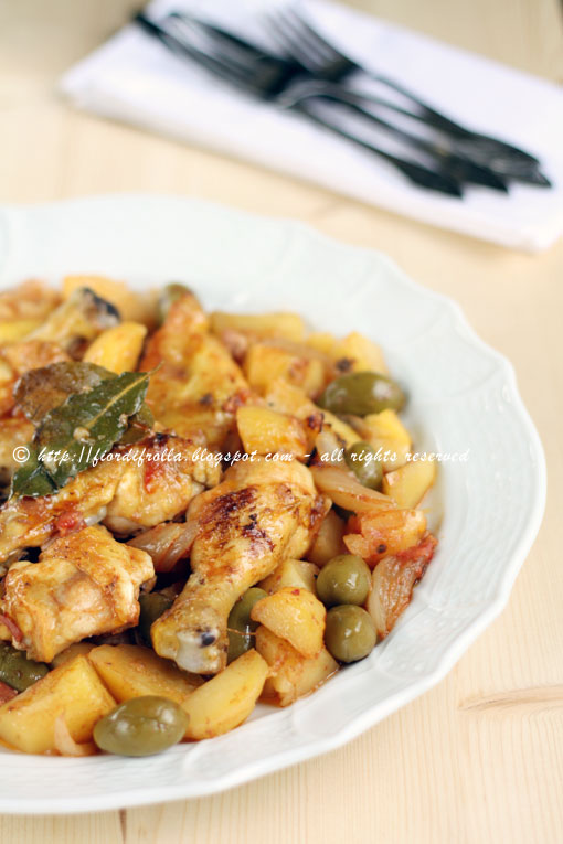pollo al forno con limone, patate e olive