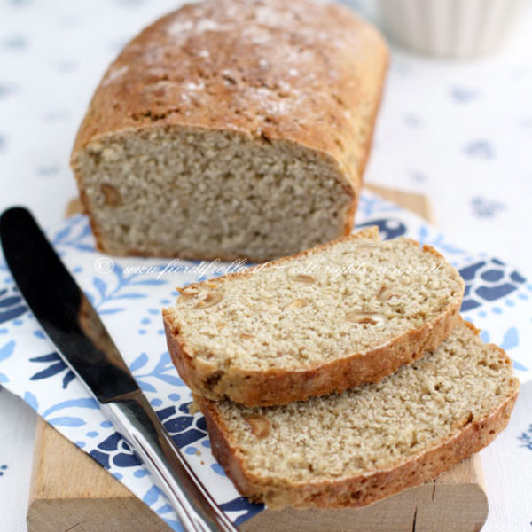 Pane di avena alle nocciole