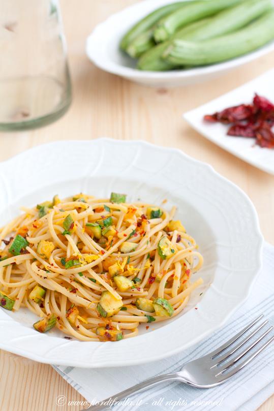 linguine alle zucchine e pomodori cruschi