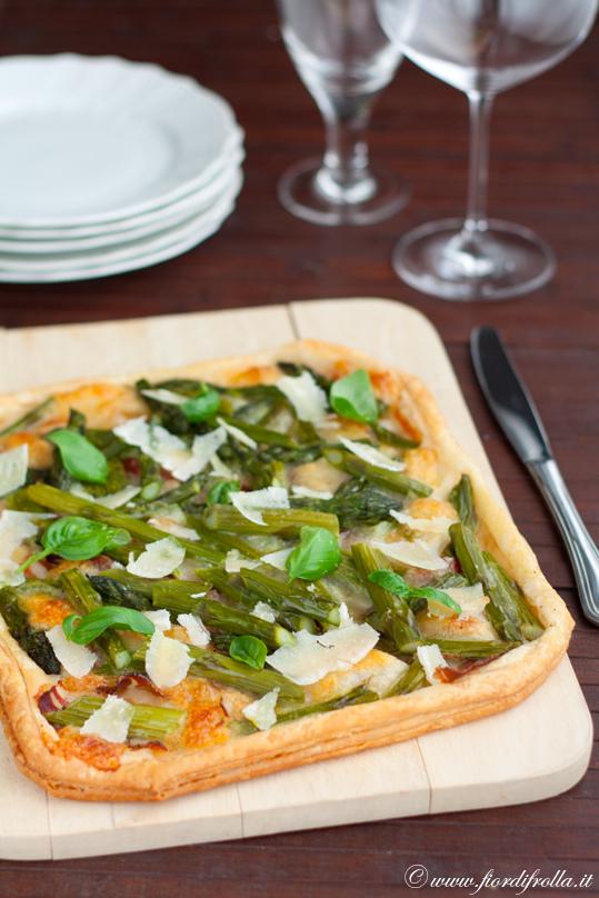Sfogliata agli asparagi, pancetta affumicata e pecorino