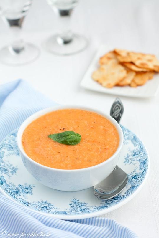 Zuppa fredda al pomodoro e mango