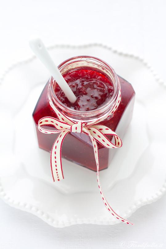 Confettura di fragole pepe rosa e vaniglia