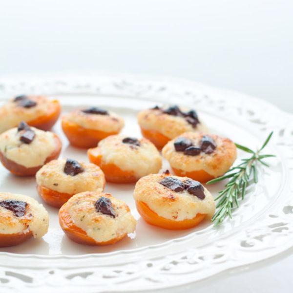 Albicocche ripiene di mascarpone, mandorle e cioccolato