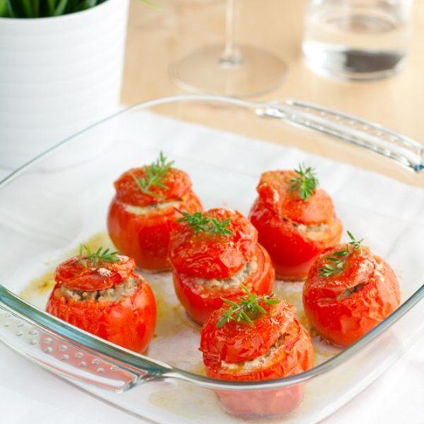 Pomodori farciti con carne di manzo, salsiccia e pecorino