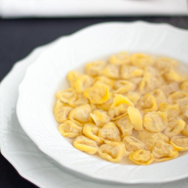 Tortellini in brodo. La ricetta di famiglia
