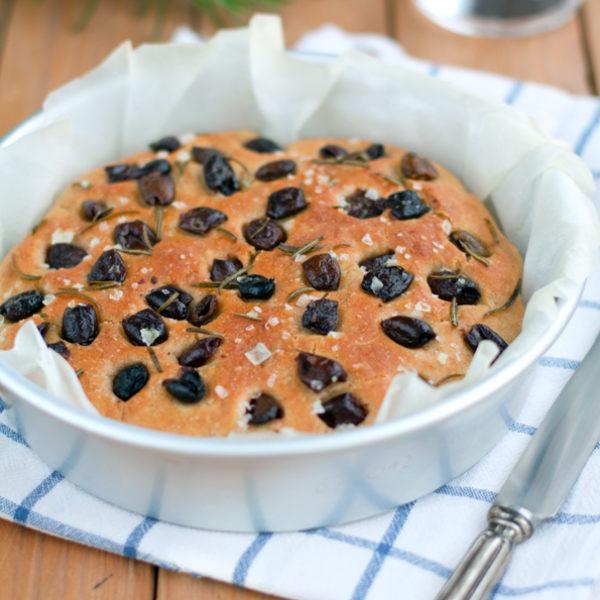 Focaccia alle olive e rosmarino, ovvero cosa fare con la farina di grano Timilia