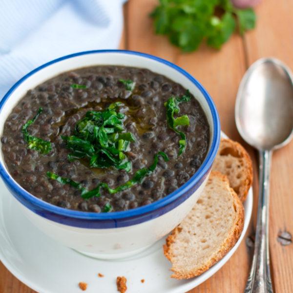 Zuppa di lenticchie nere di Leonforte, bietoline e voglia di Sicilia