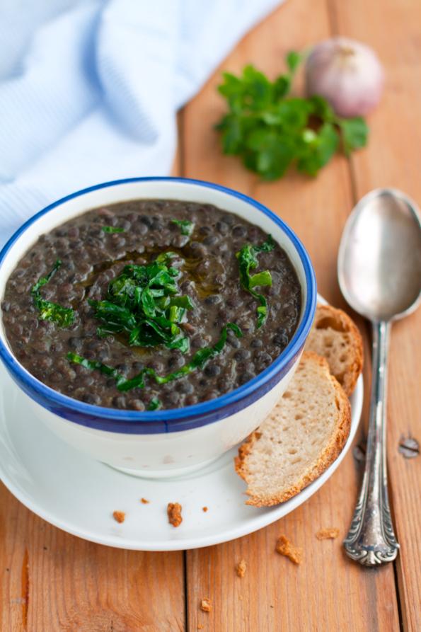 Zuppa di lenticchie nere di Leonforte e bietoline