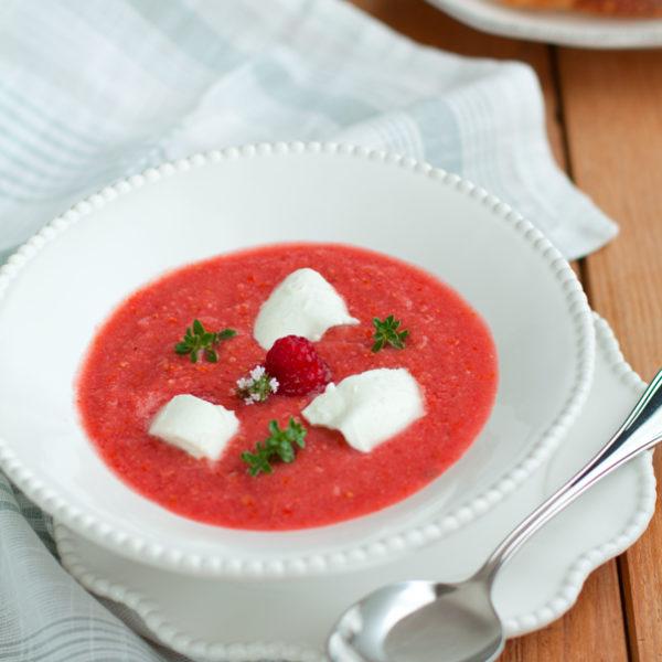 Crema fredda di pomodoro, lamponi e mozzarella di bufala