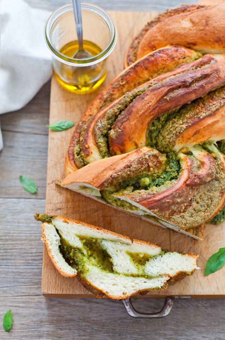 brioche al gorgonzola aglio e basilico