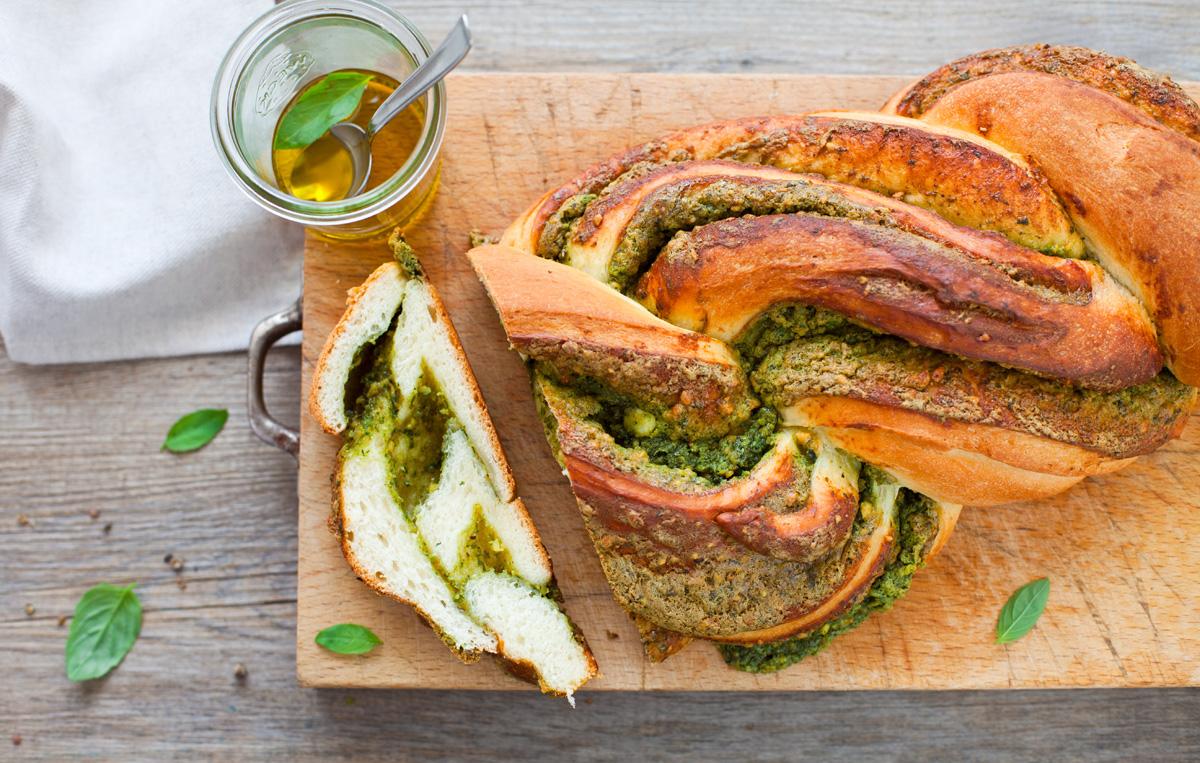 brioche al gorgonzola aglio e basilico 2