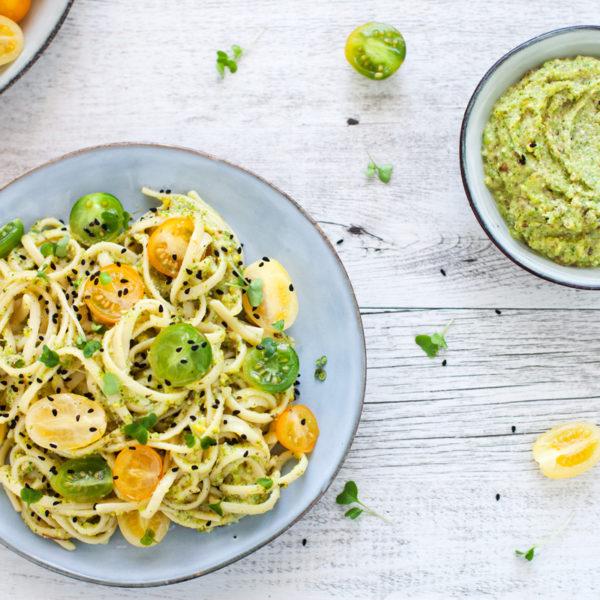 Linguine alla crema di zucchine con crudaiola di pomodori gialli e verdi