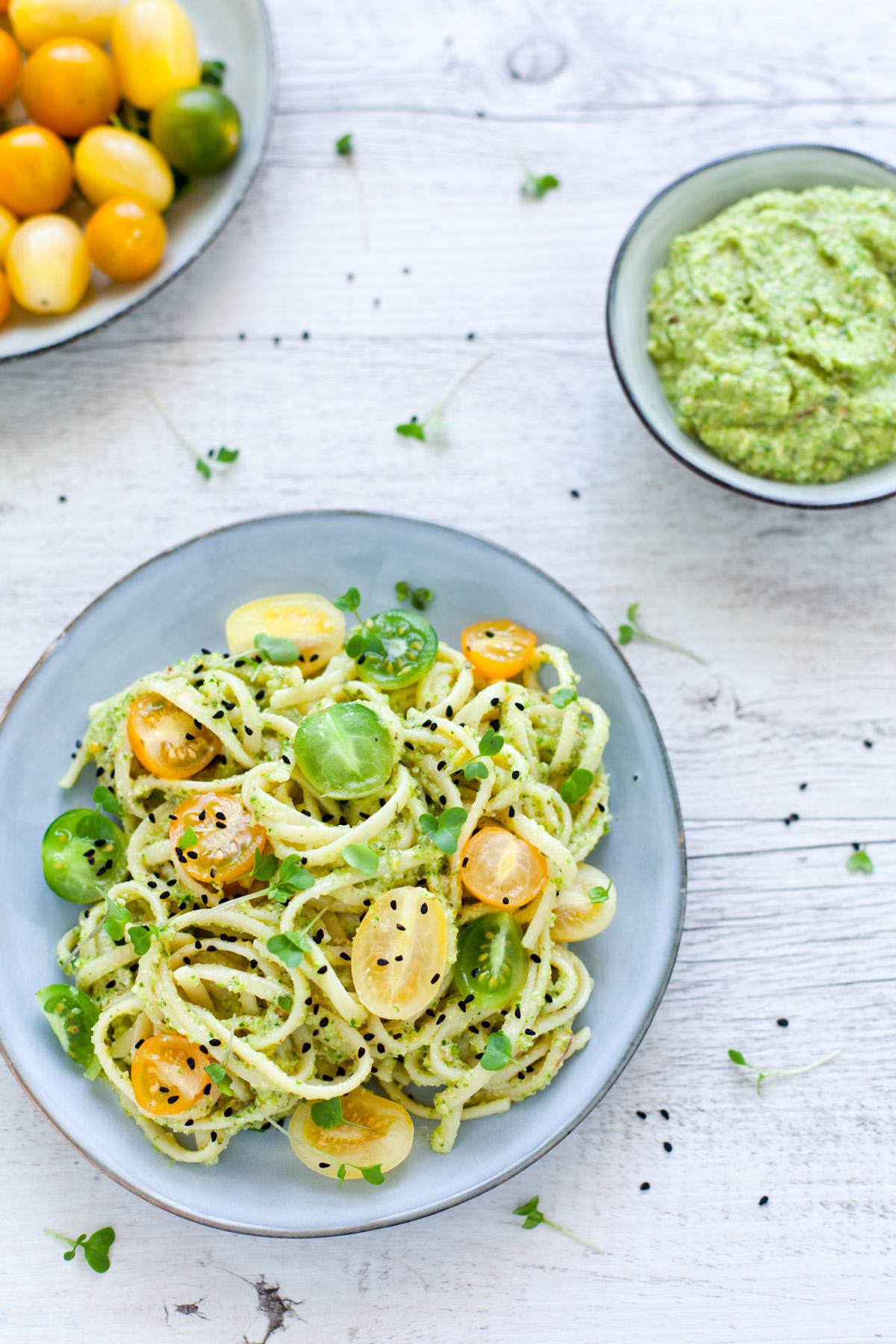 Linguine alla crema di zucchine con crudaiola di pomodori gialli e verdi 3