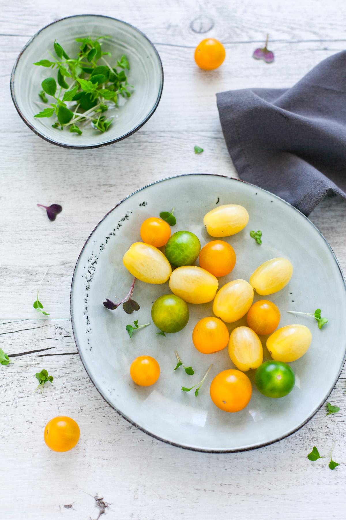 Linguine alla crema di zucchine con crudaiola di pomodori gialli e verdi 1