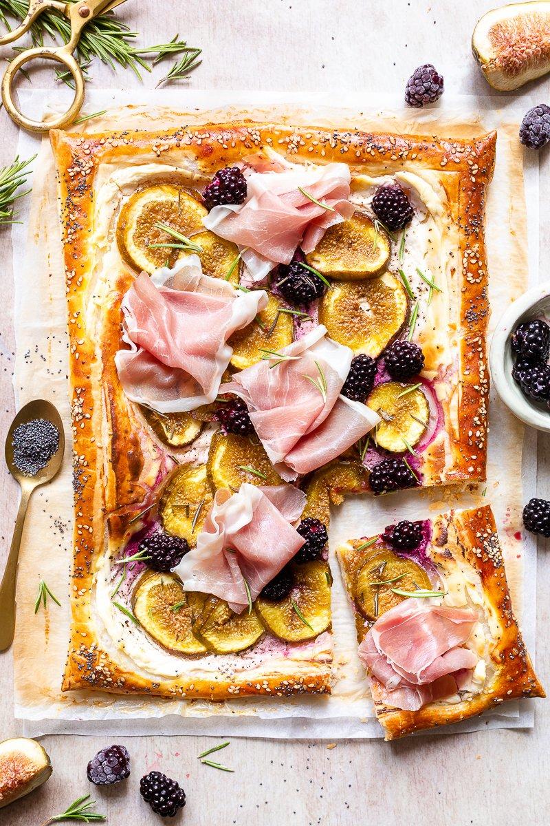 torta salata con prosciutto e fichi-2
